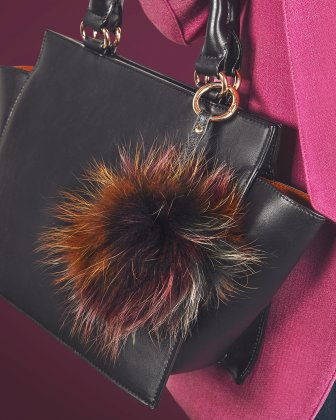 CELINE DION -  fashionable multicolored pompom  Céline Dion